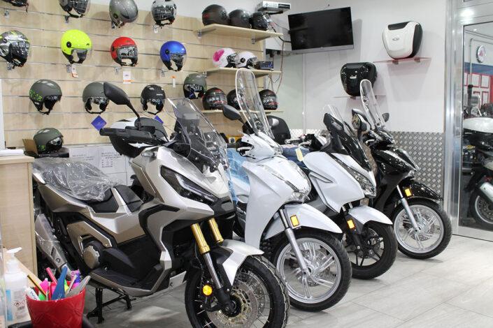 Showroom Sym Piaggio Vespa Aprilia Gilera Honda Napoli